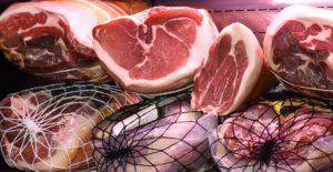 schinken nach dem Fleisch pökeln und räuchern